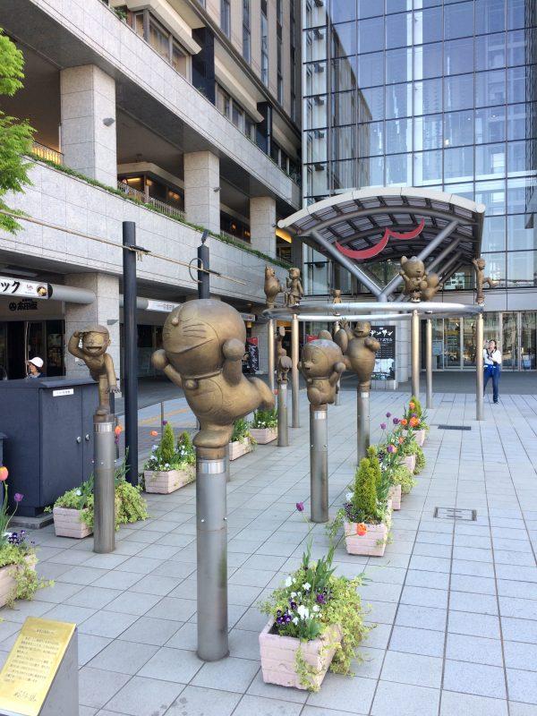 銅像 ドラえもんの散歩道 高岡駅北口前 ウイング・ウイング高岡